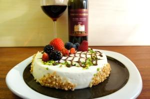 Crema chantilly, frutti di bosco e cioccolato, una tentazione irresistibile da abbinare ad un vino altrettanto seducente come un Alto Adige Moscato Rosa