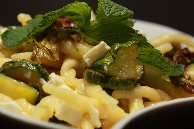 Trofie fresche con zucchine, feta e menta - Foto di Walter Romano
