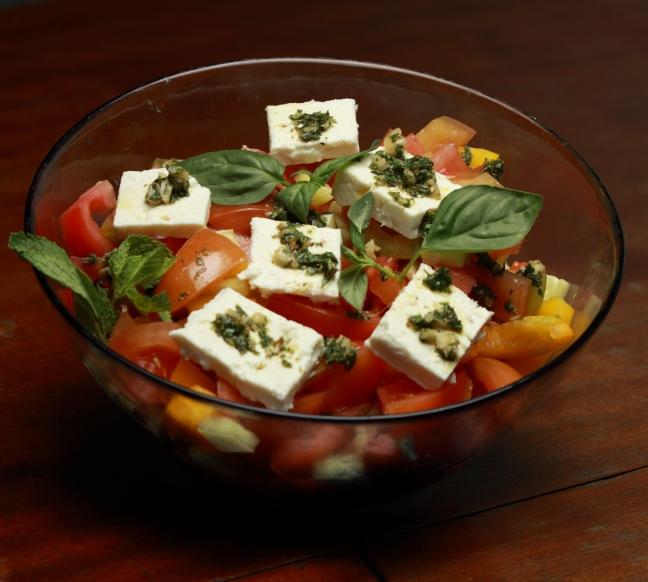 Insalata greca con erbe aromatiche e mandorle - Foto di Walter Romano