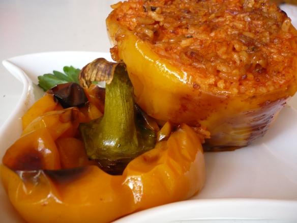 Peperoni ripieni di risotto al pomodoro