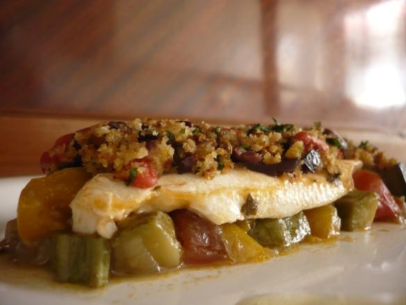 Filetto di branzino con dadolata di verdure e capperi