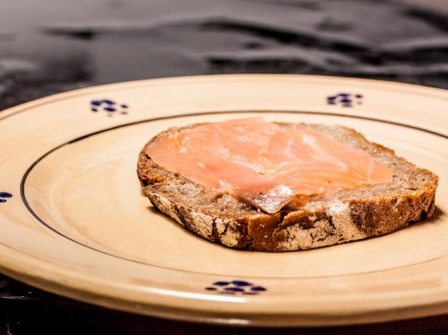 Crostini di pane di segale col salmone affumicato - Foto di Walter Romano