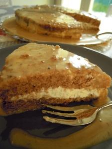 Torta panna e castagne con salsa mou al cioccolato bianco