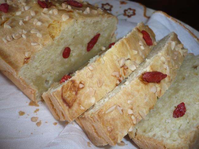 Pan brioche salato con mandorle e bacche di Goji