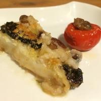 Baccalà mollicato con peperone ripieno di quenelle di uva passa e noci