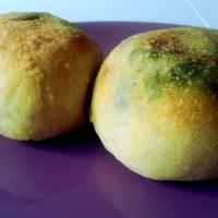 Panini farciti alla scarola con olive, capperi e uvetta