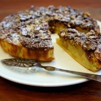 Torta di mele ubriaca con cioccolato, noci e uvetta