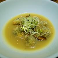Crema di patate e miso con funghi shiitake e germogli di alfa alfa