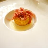Tortino di patate novelle, pistacchi e mortadella Bologna IGP su fonduta di provola