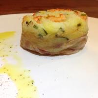 Gateau di patate ai gamberetti in lardo di Colonnata